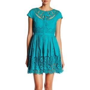 alice + olivia Kaley Lace Yoke Dress size 2